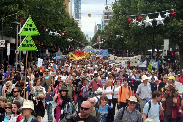 Climate_Rally_flows_down_Swanston_street